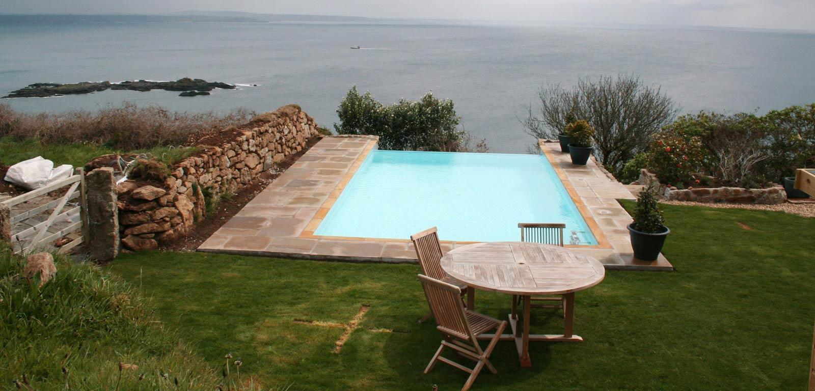 Piscina Su Terreno In Pendenza sfioro a cascata per piscine interrate - cvp italia