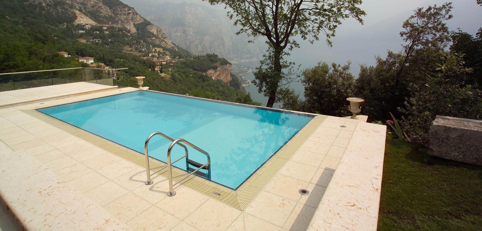 Piscine a sfioro cvp italia - Piccole piscine da giardino ...