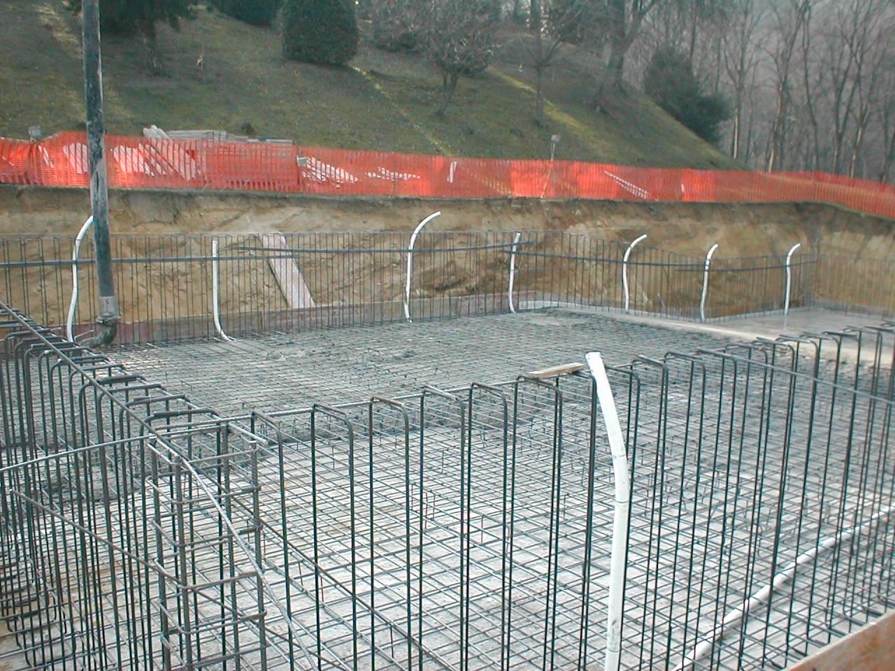 Costruzione piscina in cemento armato - Costruire piscina costi ...
